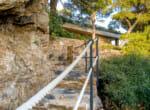 modernist-villa-above-the-sea-10